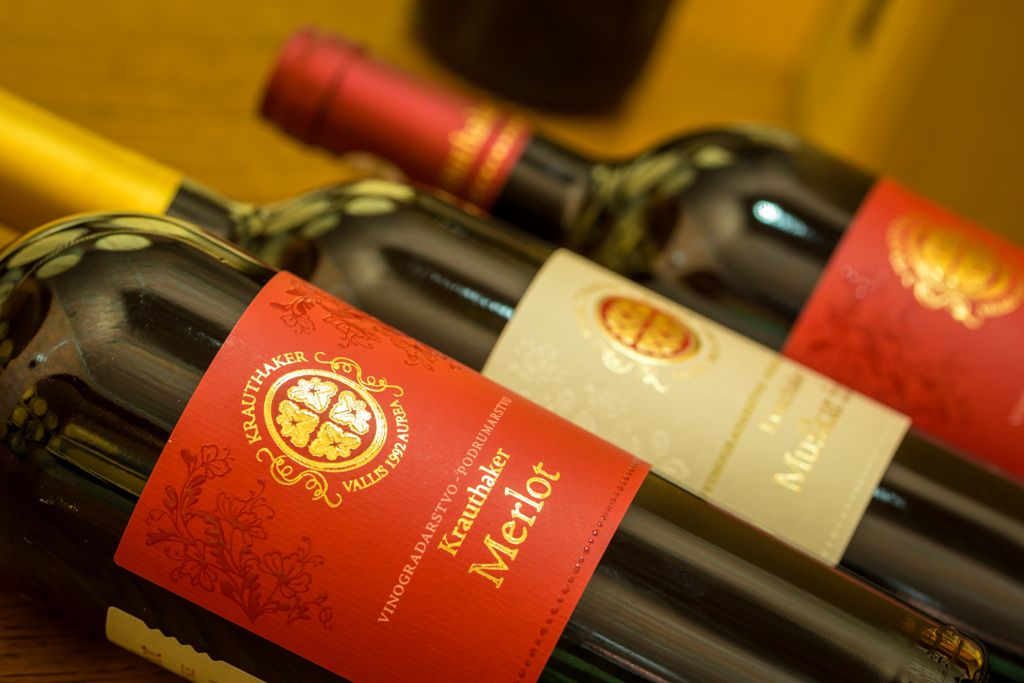 Jesen uz elegantna  crvena Krauthaker vina