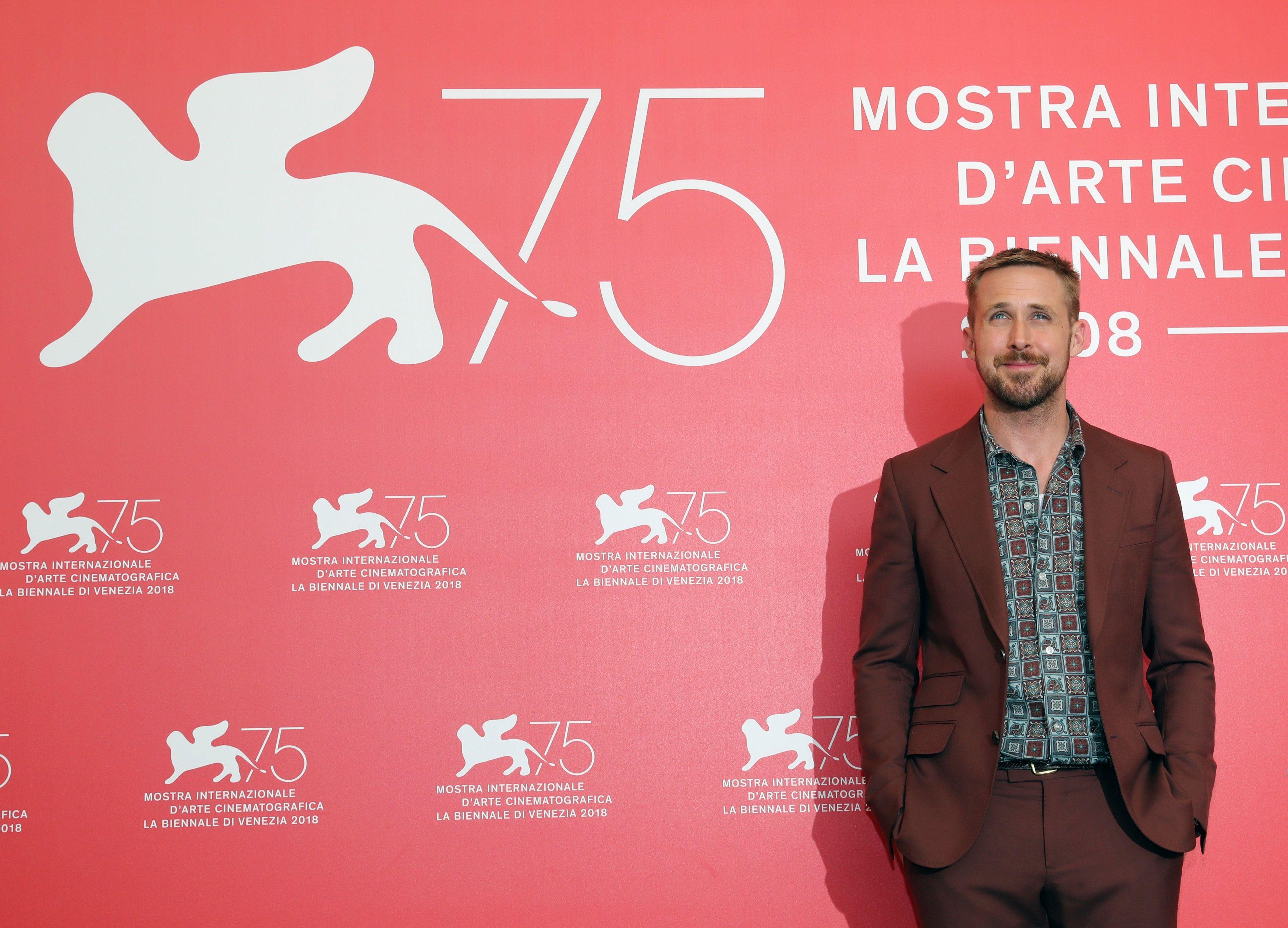 Da, i to se dogodilo... Ryan Gosling skroz je kiksao na crvenom tepihu i to u - smeđem odijelu!