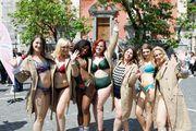 I Hrvatice u kupaćim kostimima Lisca za sve oblike i sve veličine u središtu Ljubljane