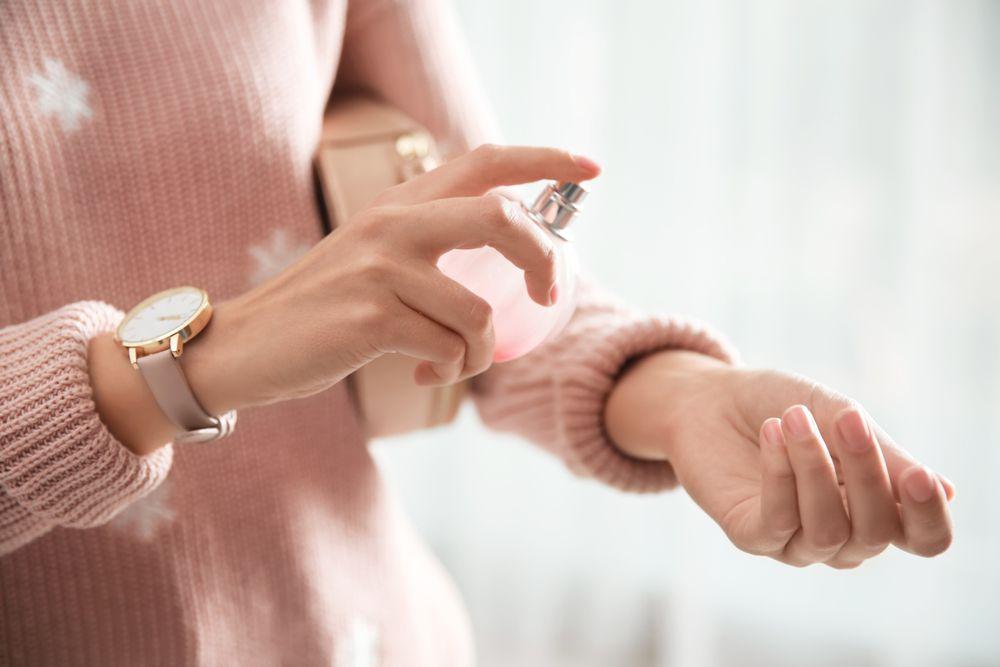 Ovih pet grešaka uporno ponavljamo pri nanošenju parfema