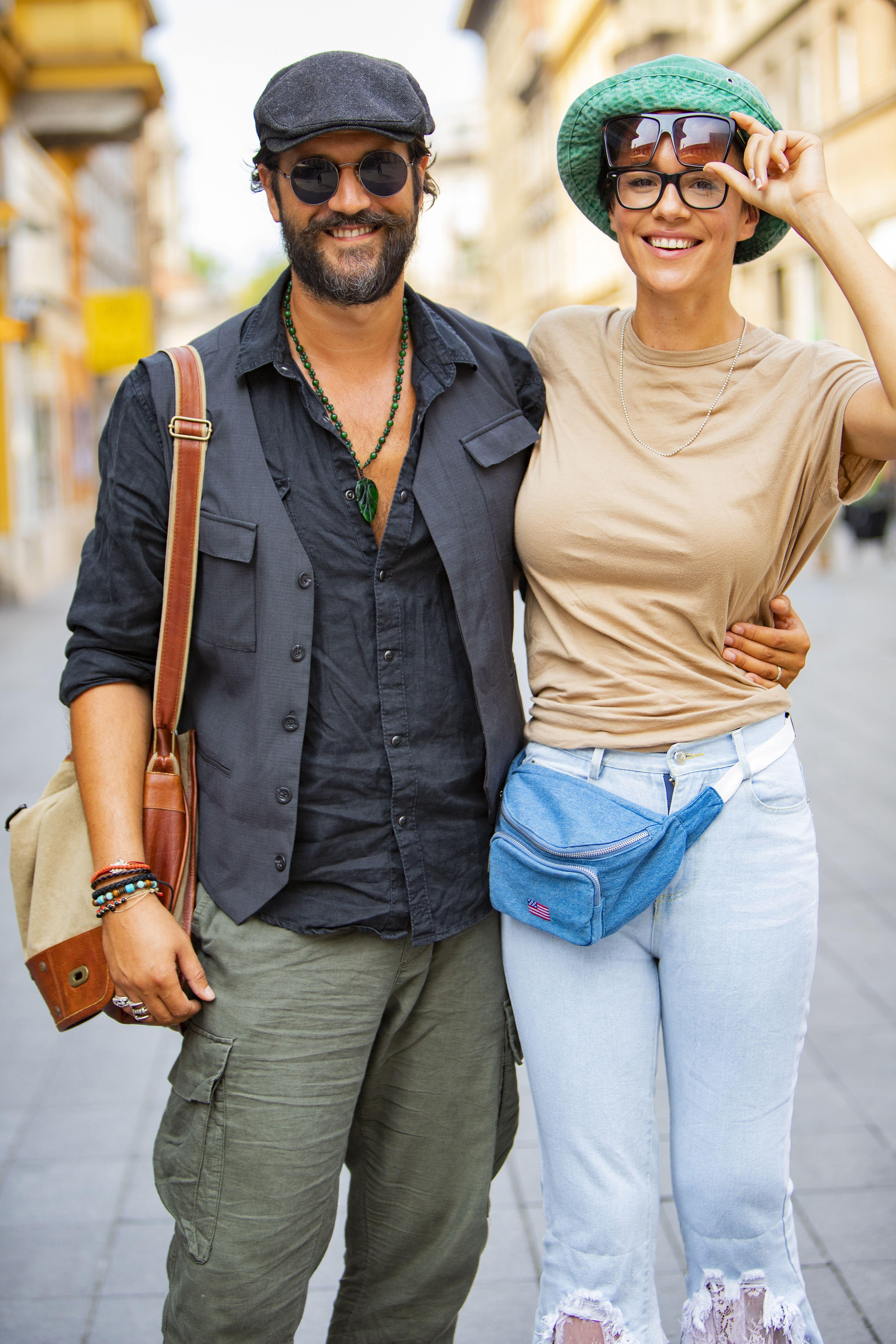 Poznati glumački par u stylish izdanju: Njene neobične traperice odmah privlače pažnju