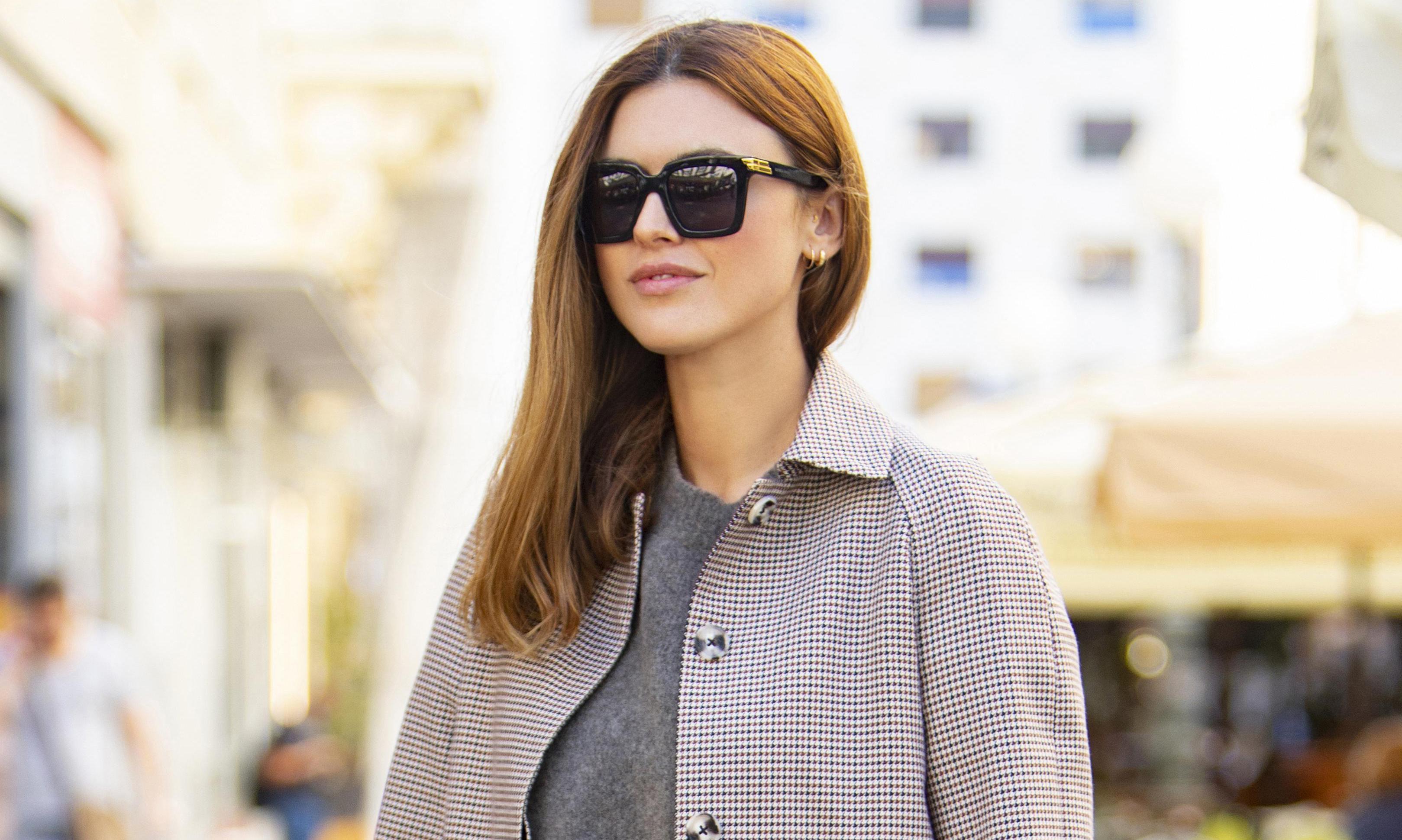 Što kažete na modni odabir Anite Dujić? Odvažno kombinira krznene sandale i karirani kaput