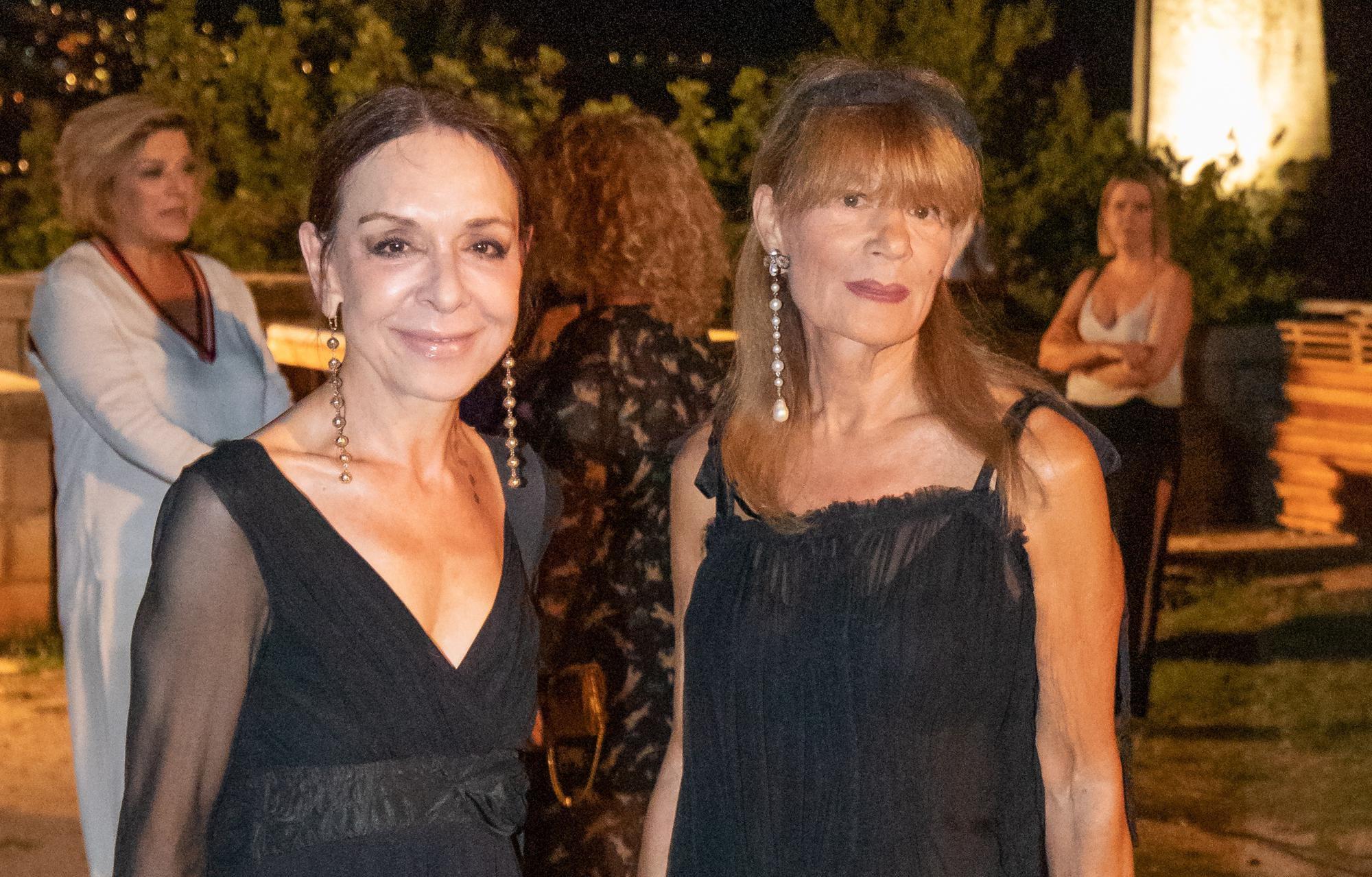 Đurđa Tedeschi pokazala zašto je prava modna ikona: Crnu haljinu nadopunila trendi i zanimljivim modnim dodacima