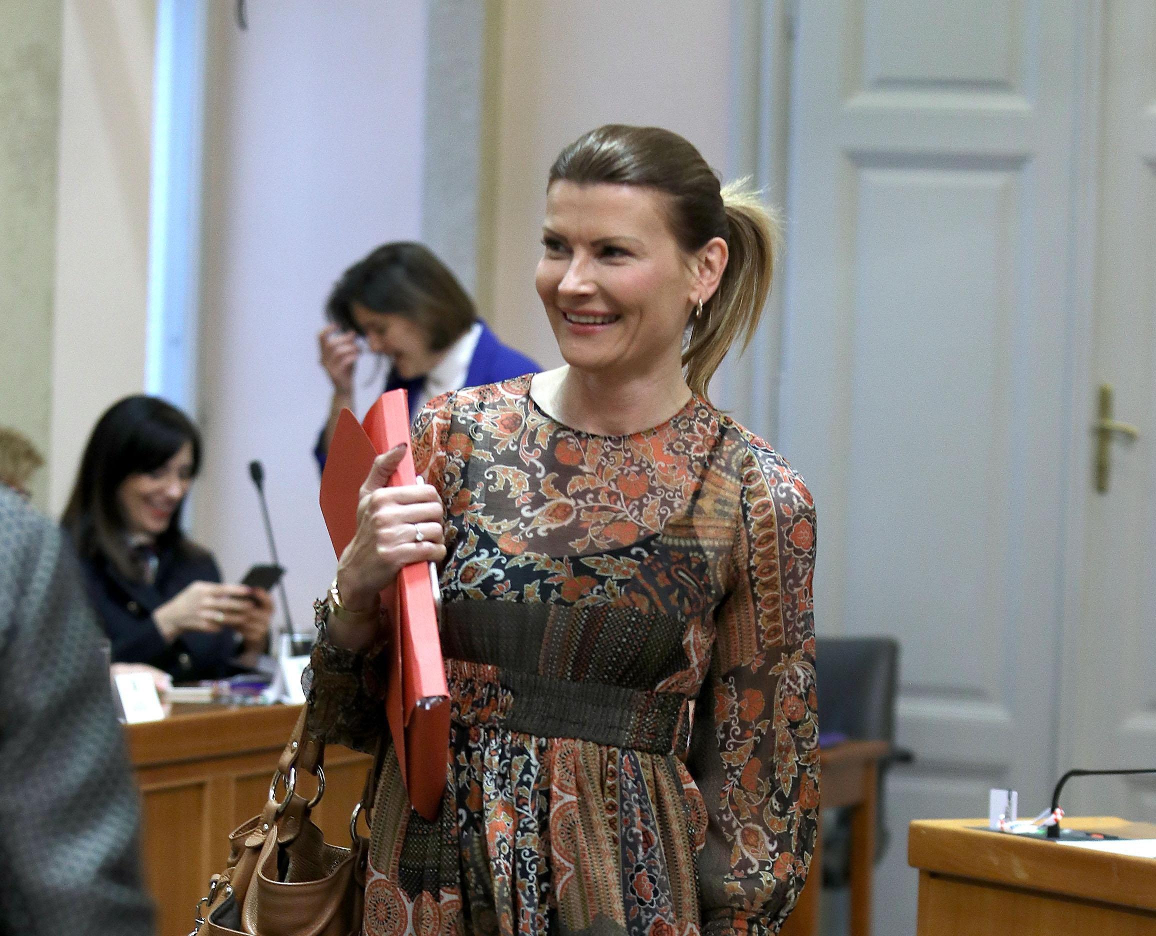 Saborska zastupnica Sabina Glasovac osvježila radni dan divnom haljinom