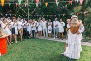 Cirkus-vjenčanje Tare i Elvisa: Svi su bili u bijelom, odijelo je došlo tri dana prije svadbe, a goste je oduševio ogroman dvorac