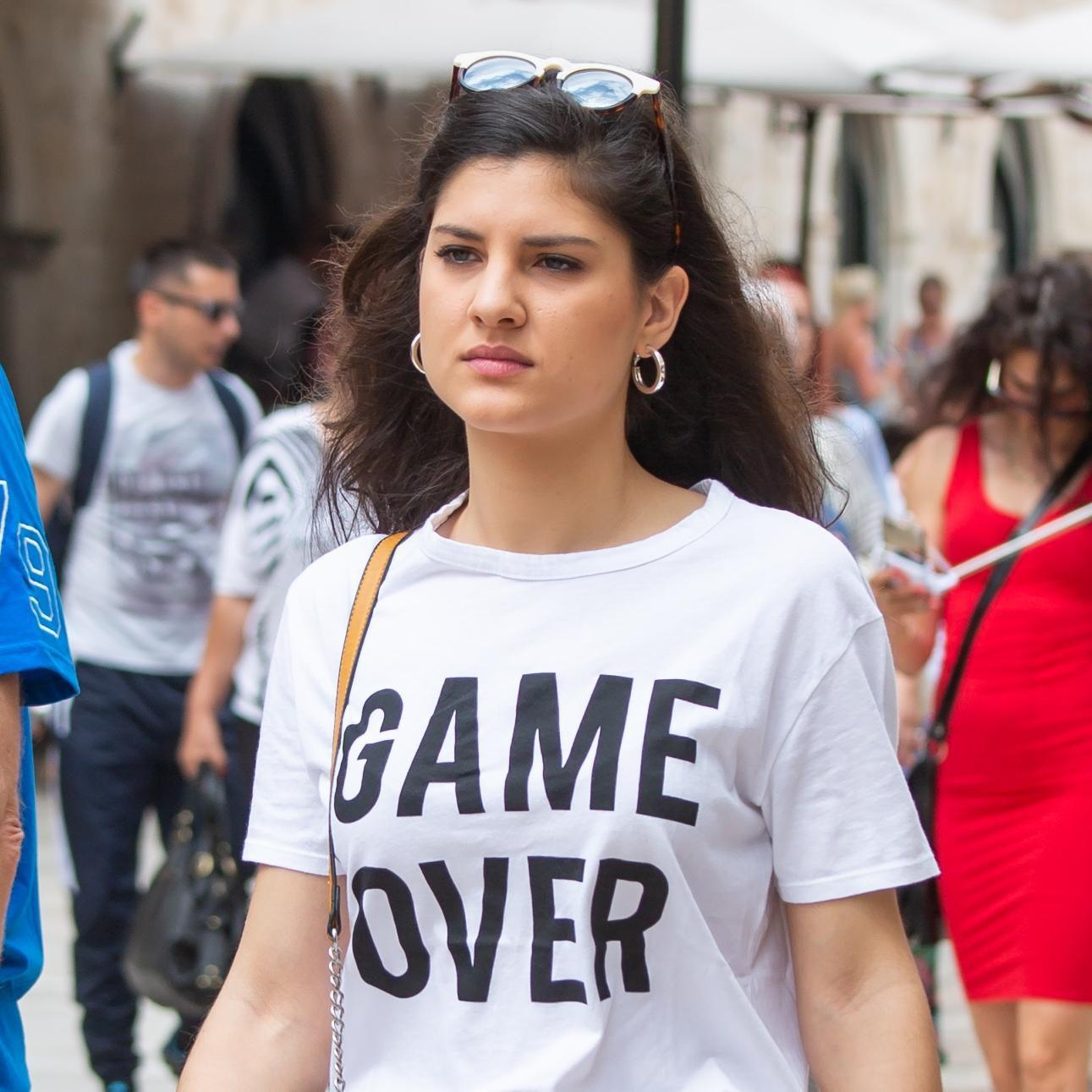 Atraktivna brineta iz Dubrovnika fura kombinaciju koja nam nikad neće dosaditi