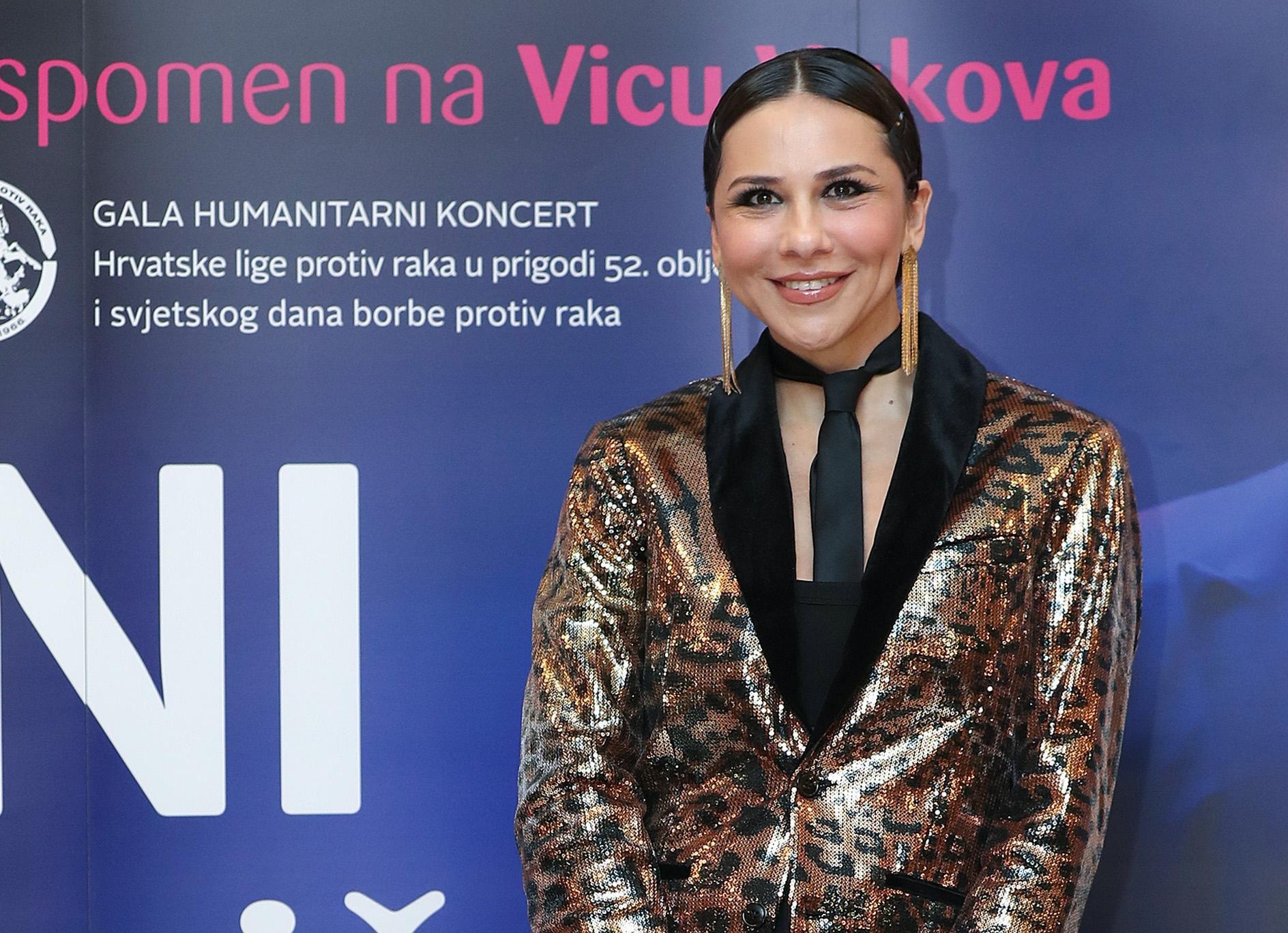 """Elegancija na način Borne Kotromanić: """"Kožne"""" tajice i esktremno visoke potpetice za gala koncert"""