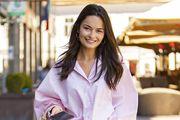 Marketing menadžerica u outfitu koji bi razvedrio i najtmuniji dan; nosi torbu koju fashionistice obožavaju
