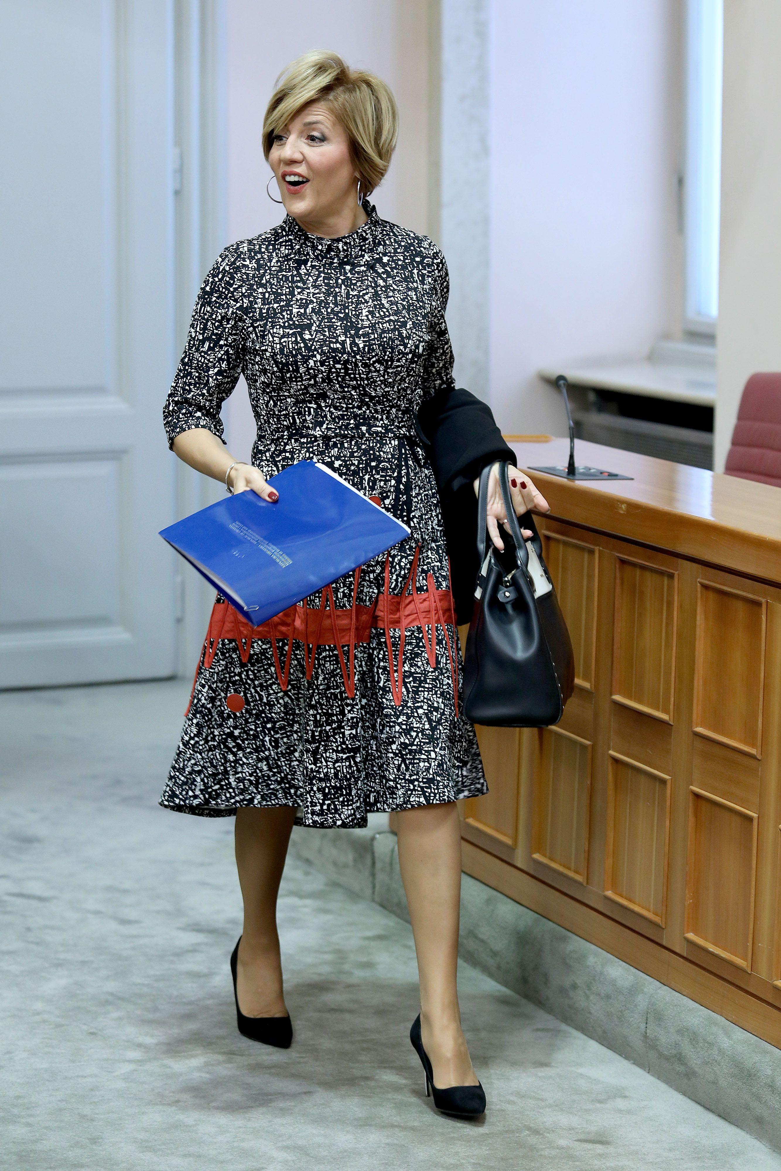 Efektna haljina za saborske klupe: Pomoćnica ministra istaknula se svojim odabirom
