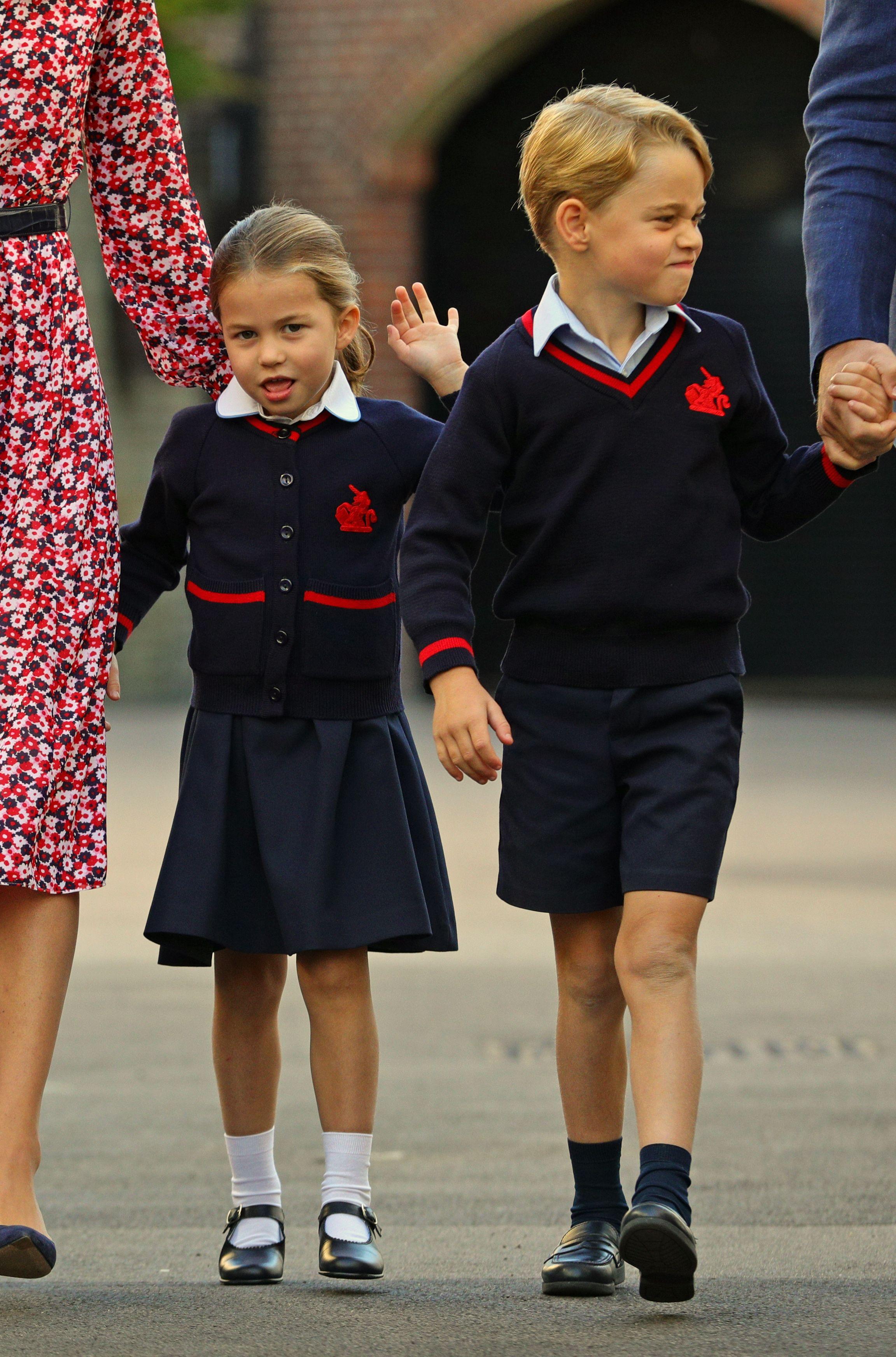 Divan duo: Veliki brat George s roditeljima doveo sestricu Charlotte prvi dan u školu