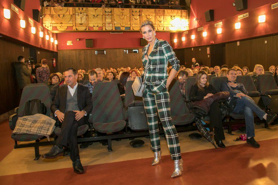 Pristaje joj odlično: Ma kakve haljine, Ana Gruica izgleda baš seksi i u odijelu!