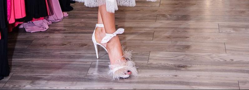 Nećete vjerovati tko je obuo ove super neobične sandale!