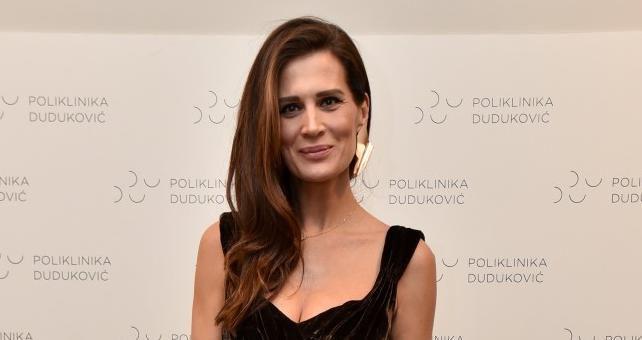 Iva Radić pokazala savršenu liniju u haljini koja ne pristaje svakome!