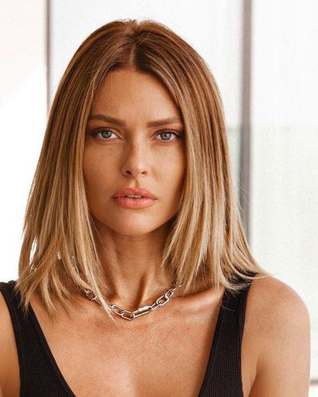 Razmišljate o novoj frizuri koju je stvarno jednostavno održavati? Isprobajte blunt lob, izgleda jako chic!
