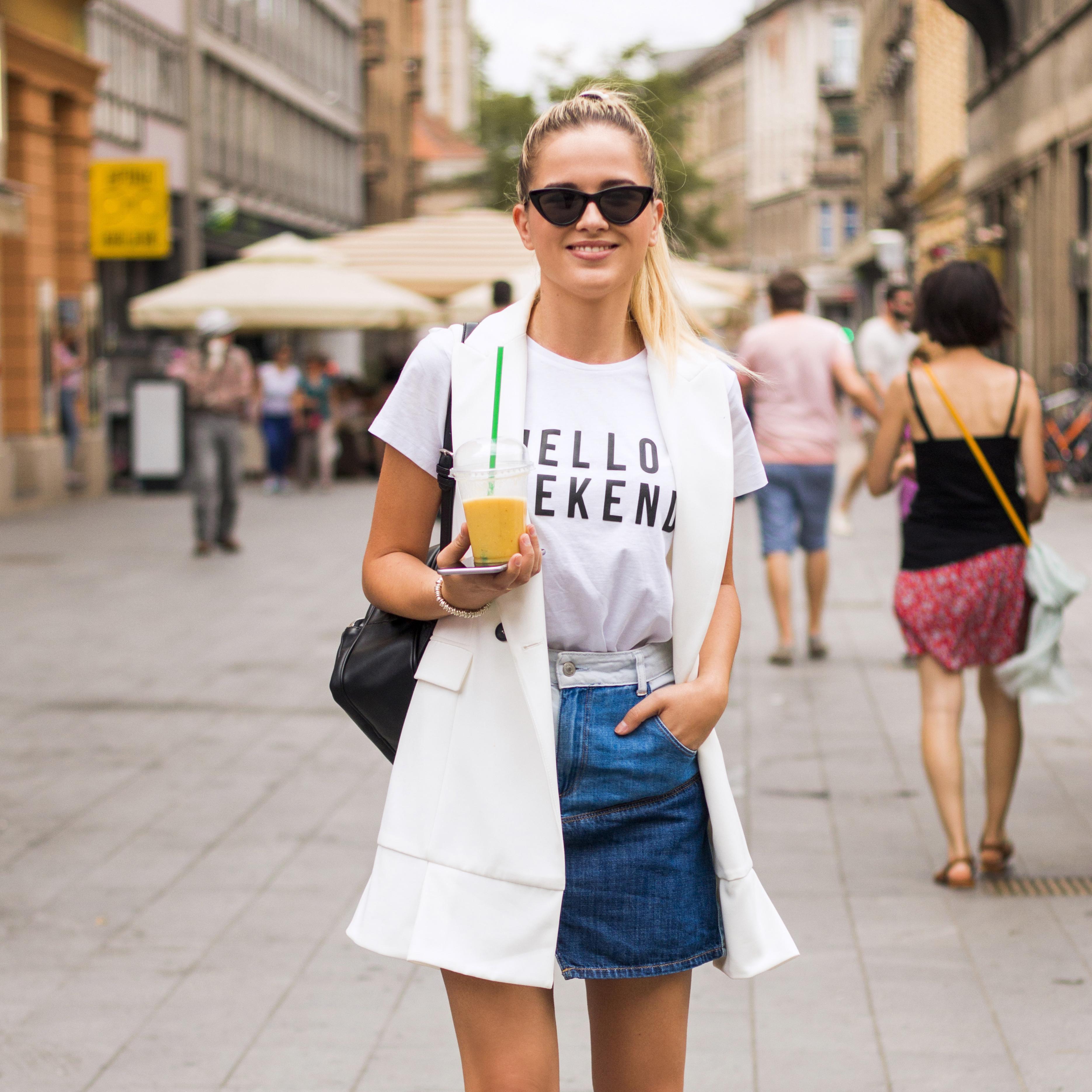 Ona i preko ljeta nosi popularne Balenciaga gležnjače koje obožavamo!