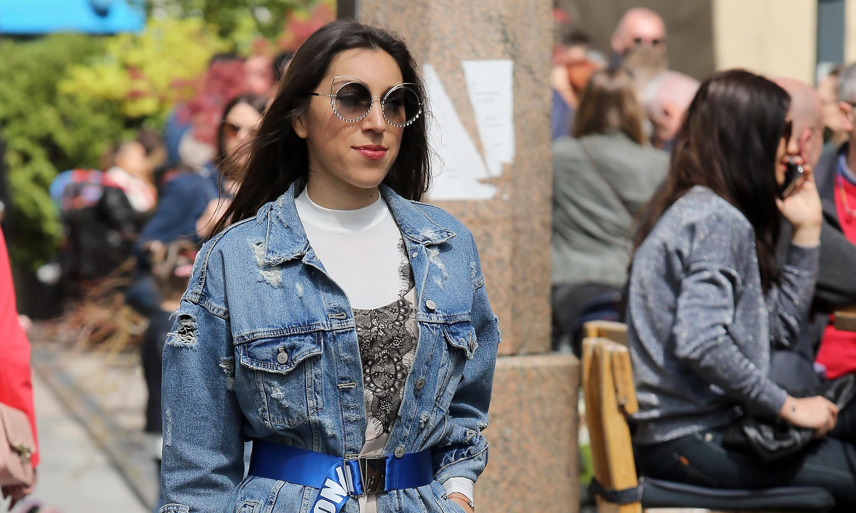 Zgodna djevojka iz centra Zagreba nosi gležnjače koje ne možete ne primjetiti