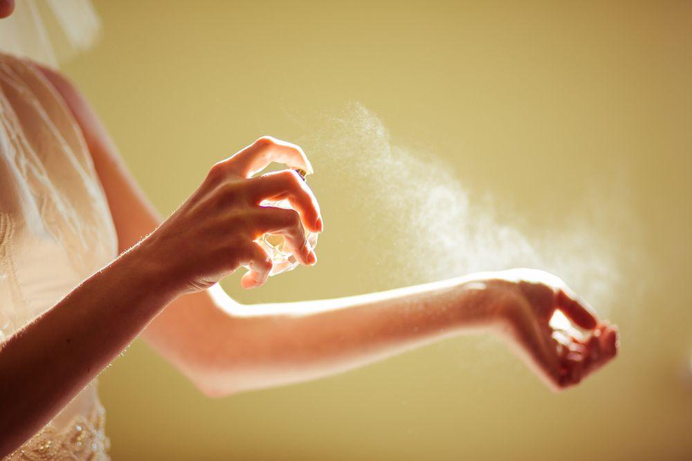 Znate li u čemu je razlika između parfemske i toaletne vode? Otkrijte miriše li drugačije i koja duže traje na koži
