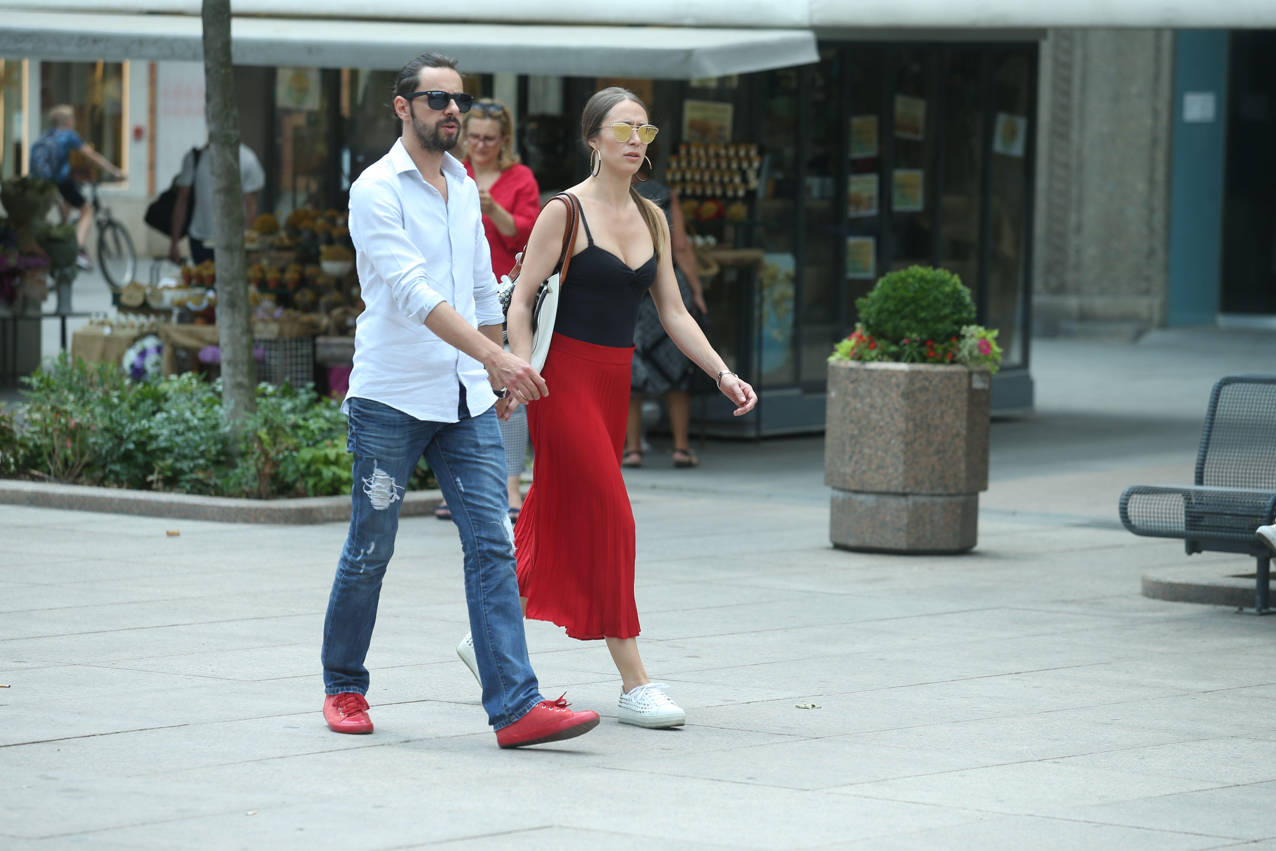 Kakav cool par: Njih dvoje su stylish i zgodni, a znaju da su crveni detalji must have