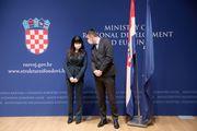 Ministrica Tramišak odabrala je 'zahvalno' tamnoplavo odijelo, no na jedan detalj ipak treba pripaziti