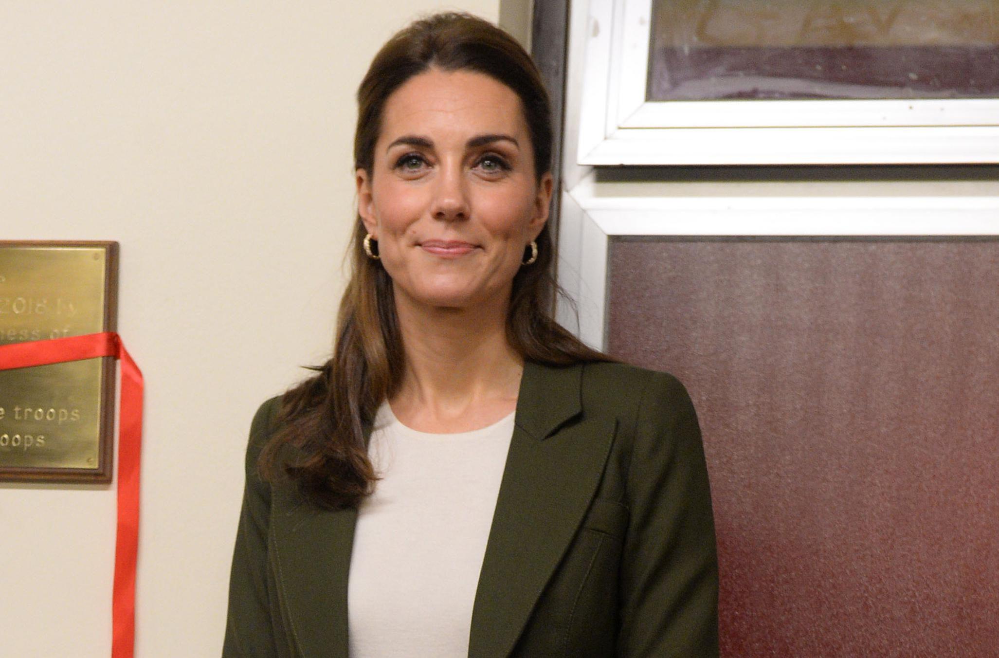 """Kate Middleton prava je kraljica """"recikliranja"""": Zablistala je u sakou u kojem smo je već imali prilike vidjeti, a i dalje je dostupan"""