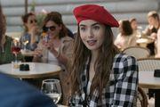 """Emily in Paris, serija koja je podijelila mišljenja gledatelja: Novi """"Seks i grad"""" ili loša kopija?"""