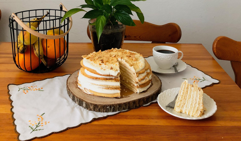 Najukusniji recept za desert koji se topi u ustima: Medena torta koja baš nikog neće ostaviti ravnodušnim