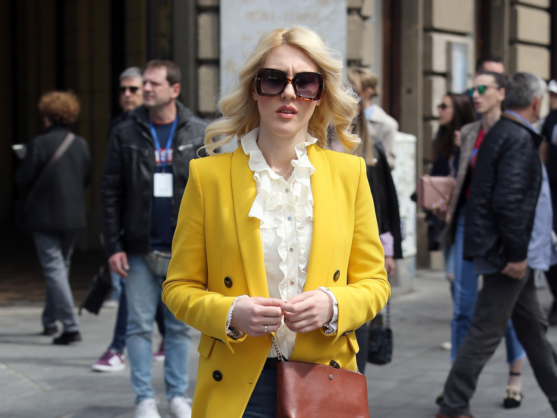 Ljepotica u žutom sakou izgleda kao zraka sunca na zagrebačkoj špici!