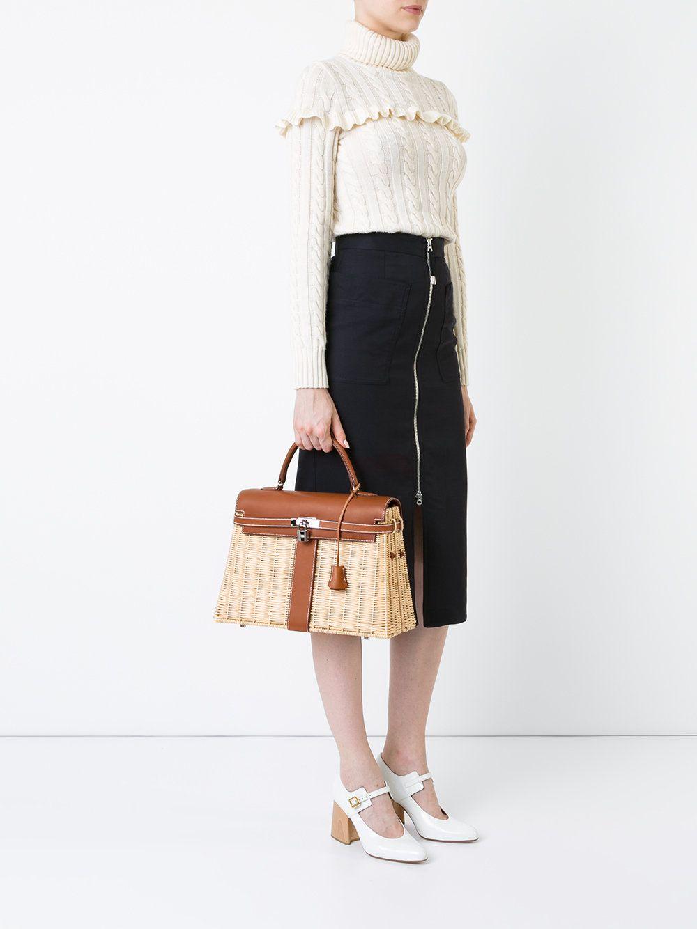 Ova Hermes torbica stoji kao stan!