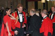 Crveno od glave do pete: Meghan Markle zna kako privući pozornost u haljini od 11 200 kn