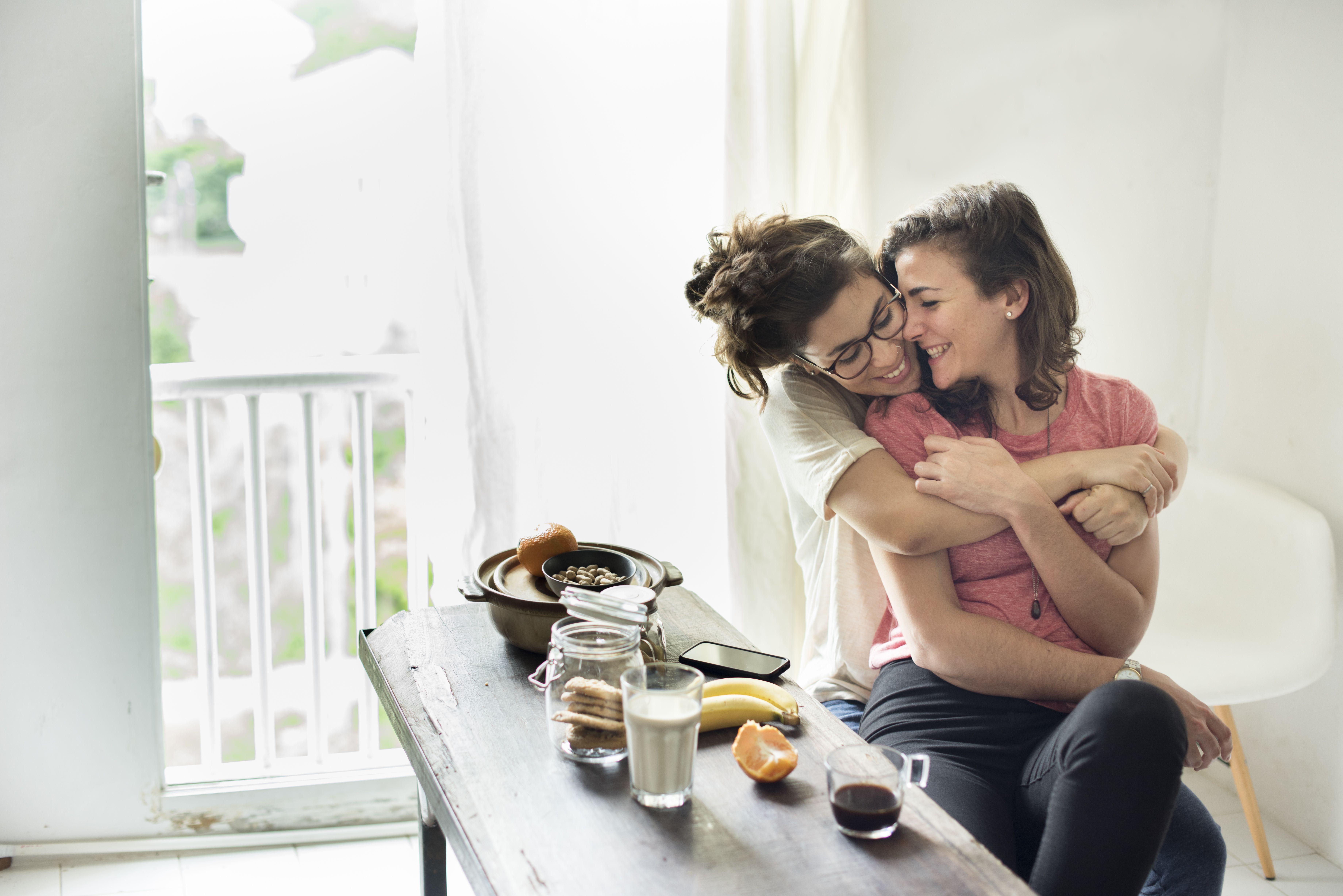 Žene iznad tridesete sve više ostavljaju svoje supruge i dečke kako bi bile sa ženama