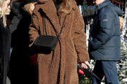 Ne može nam dosaditi: Ljepotica gradom prošetala u najpopularnijem kaputu ove zime