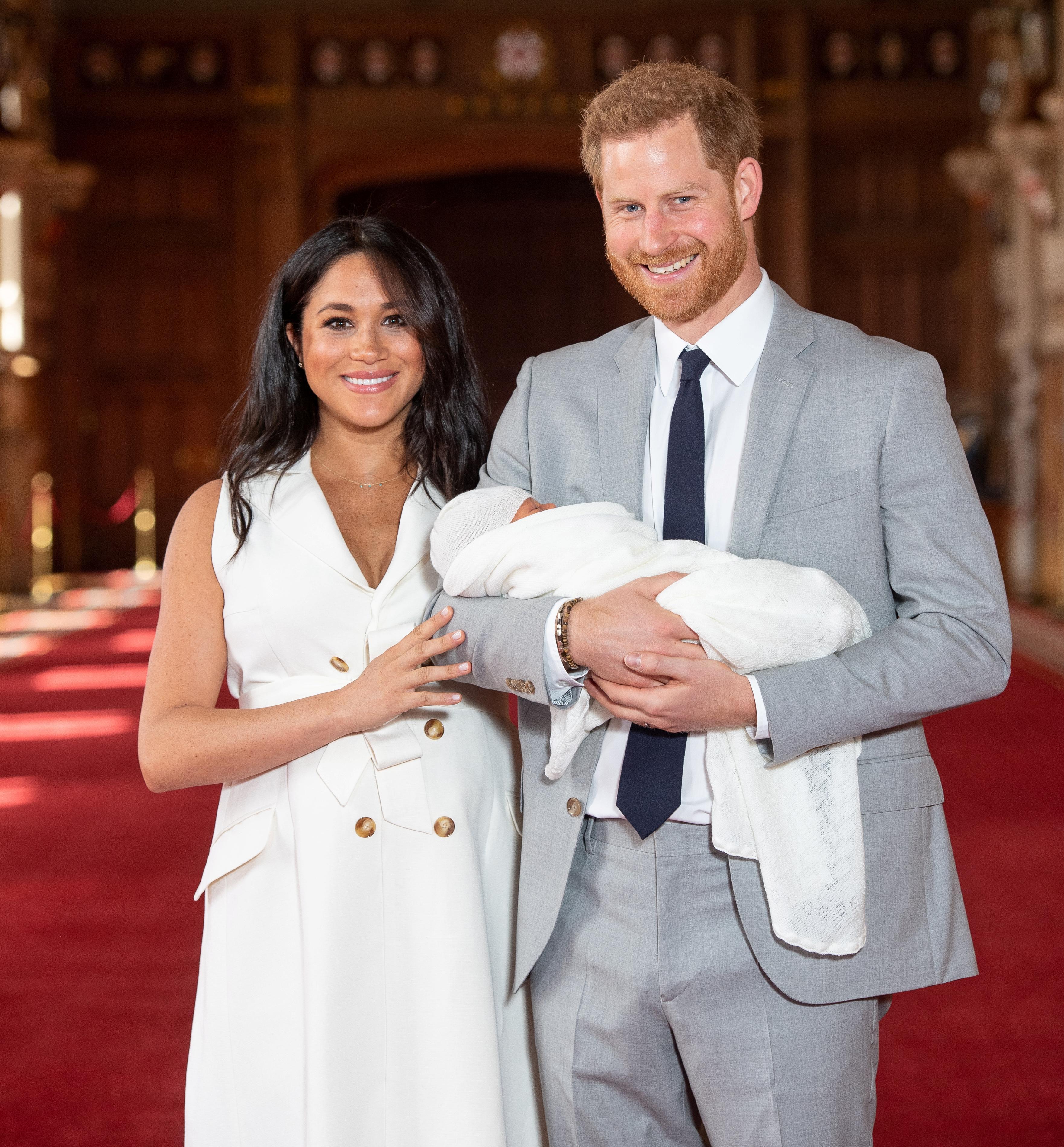 Meghan Markle za predstavljanje sina izabrala svoj omiljeni model haljine!