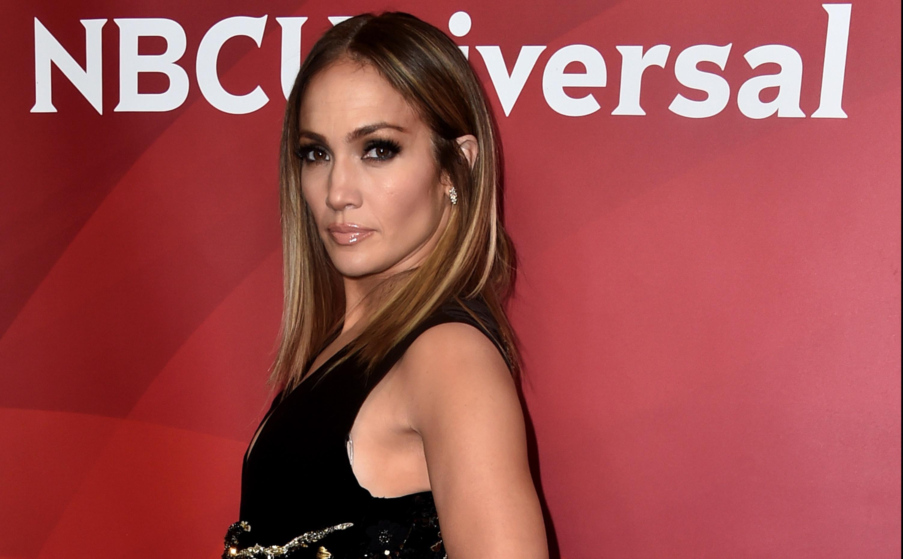 To može samo ona! Jennifer Lopez izgleda senzacionalno na proslavi 48. rođendana