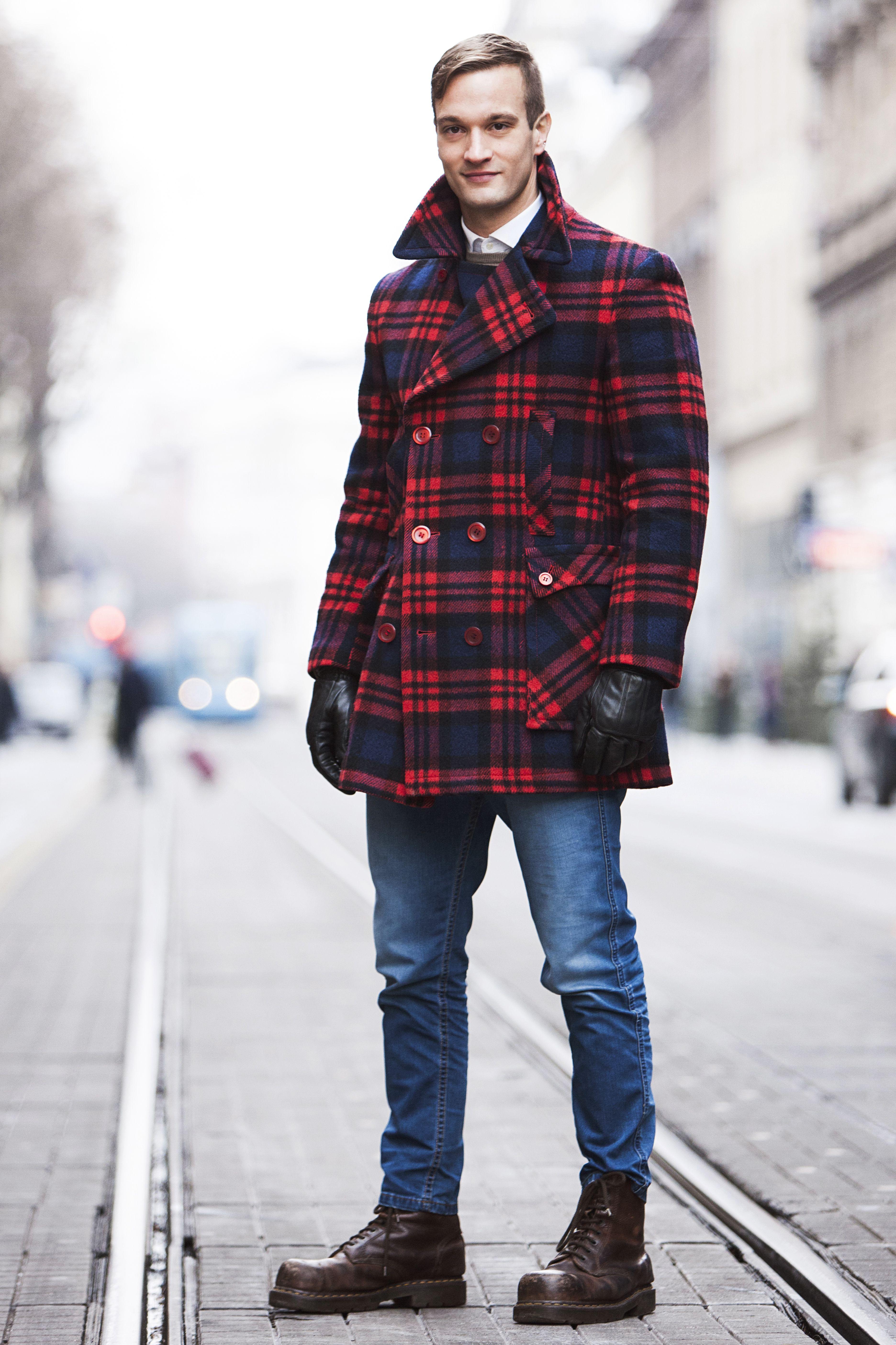 Komadi s pričom najveće su blago u ormaru, a on nosi upravo jedan takav kaput!