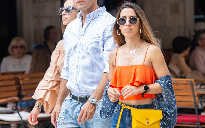 Njezine tenisice ne viđamo često: Baš cool styling za šetnju Dubrovnikom!
