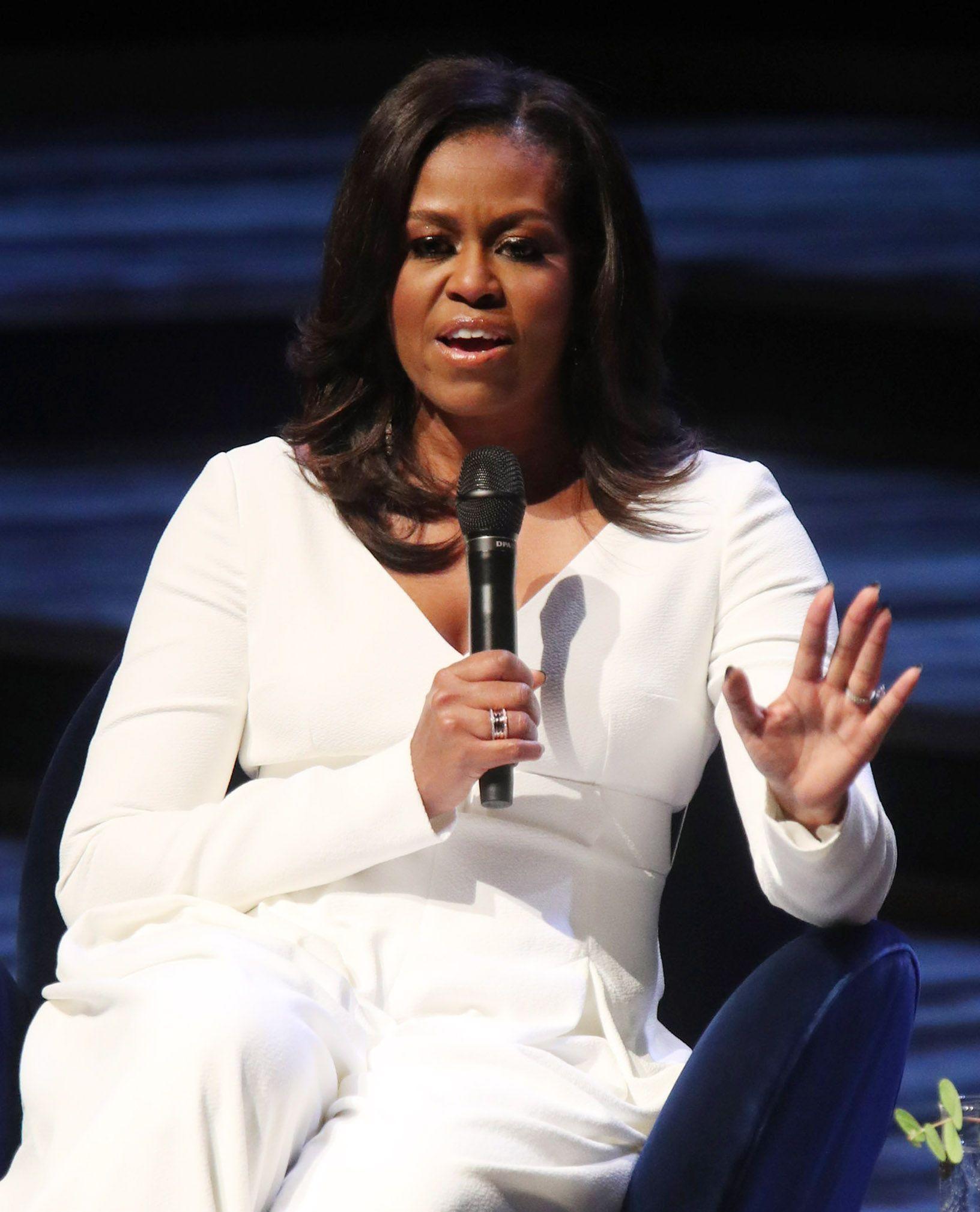 Fotografija Michelle Obame u šljokičastim čizmama zapalila je komentare na društvenim mrežama