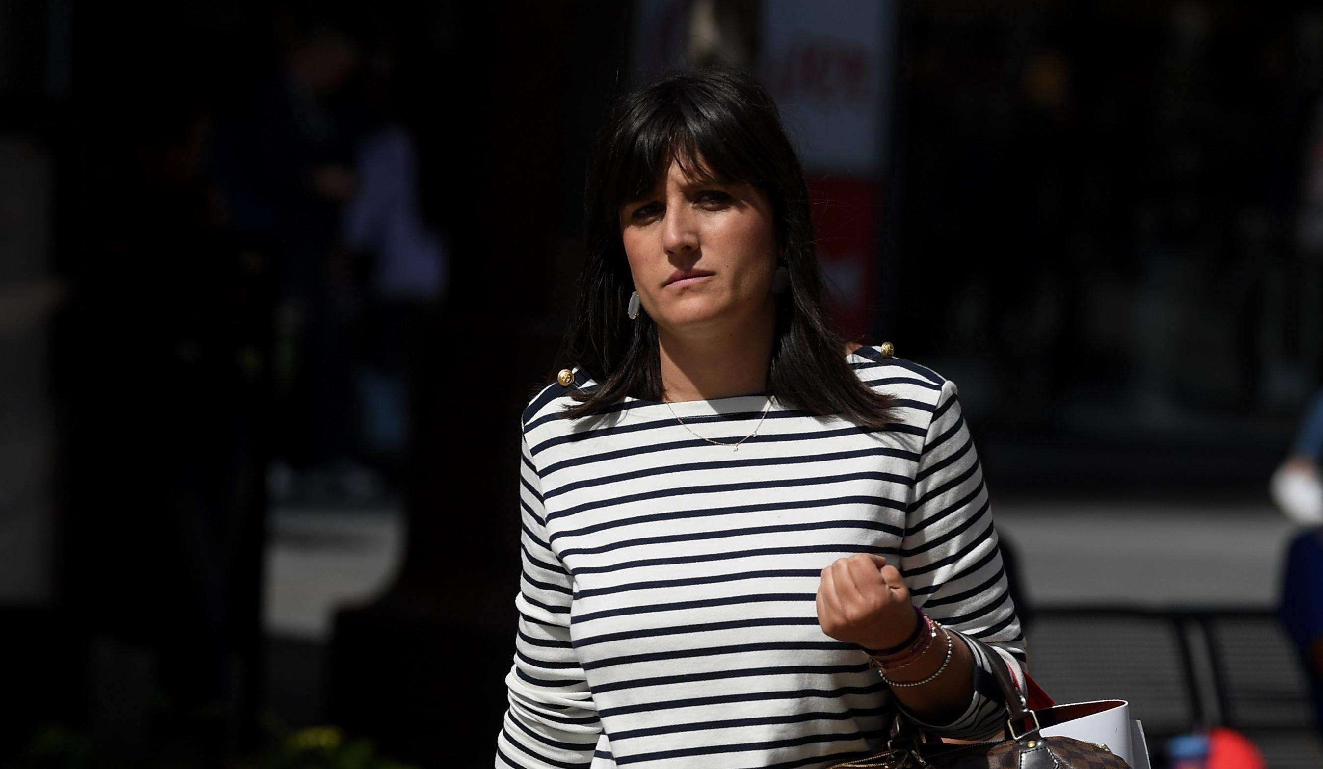 Prugasta haljinica i dobre tenisice: Ova dama zna kako doći u centar pozornosti