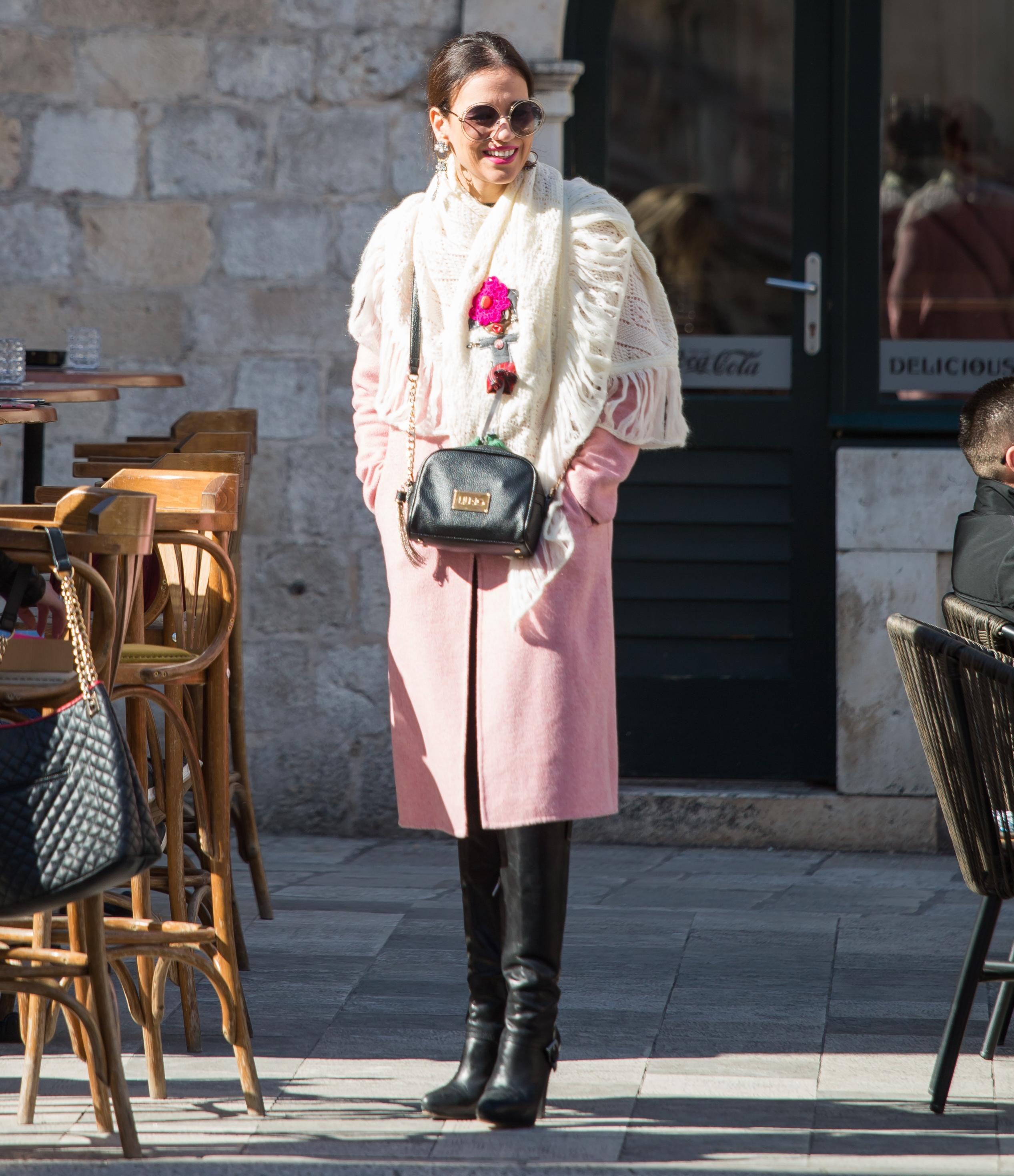 Zgodne dame u Dubrovniku iskoristile sunčan dan i pokazale stylish kombinacije