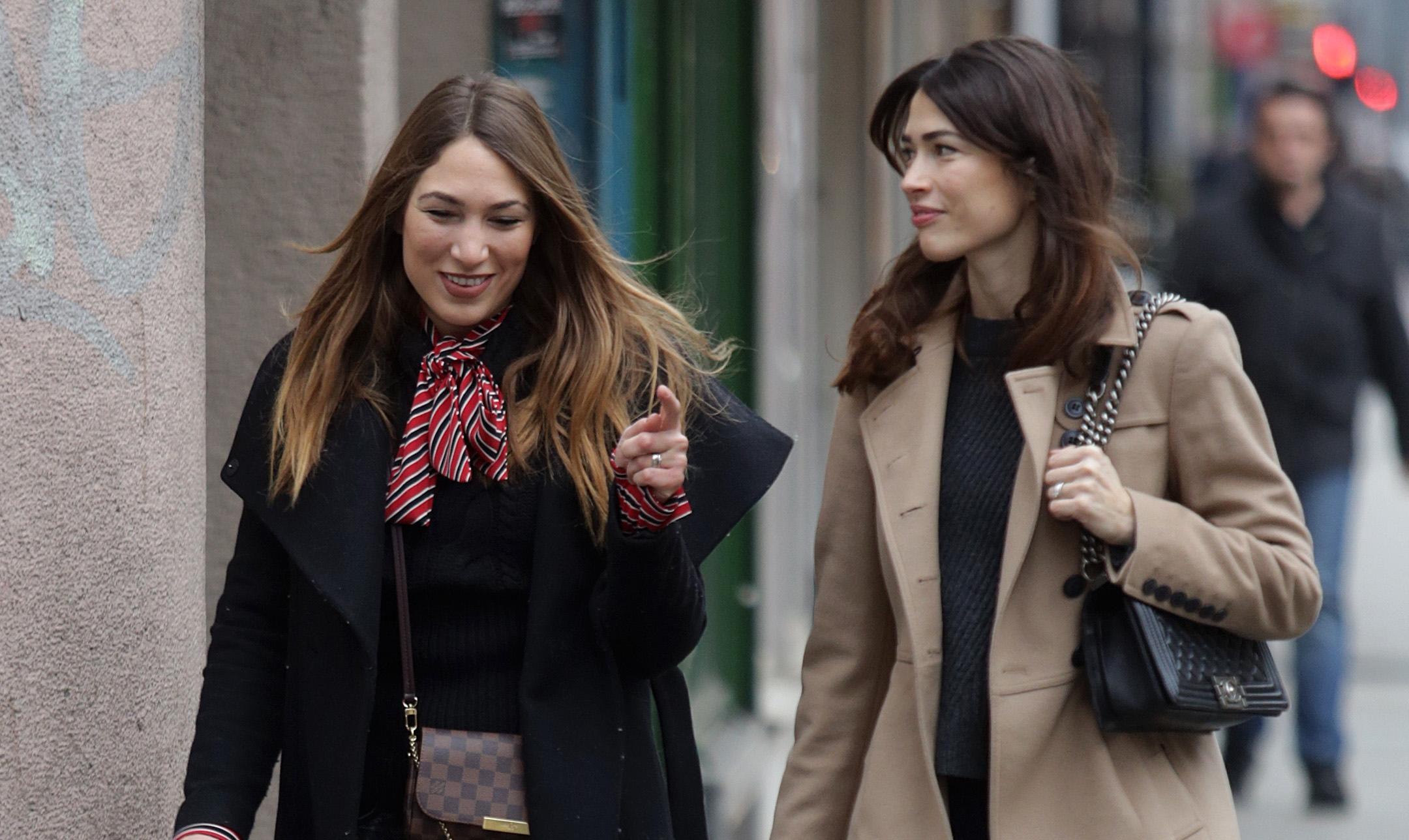 Ne znate što nositi ove zime? Inspirirajte se ovim prijateljicama, one znaju što je u modi!