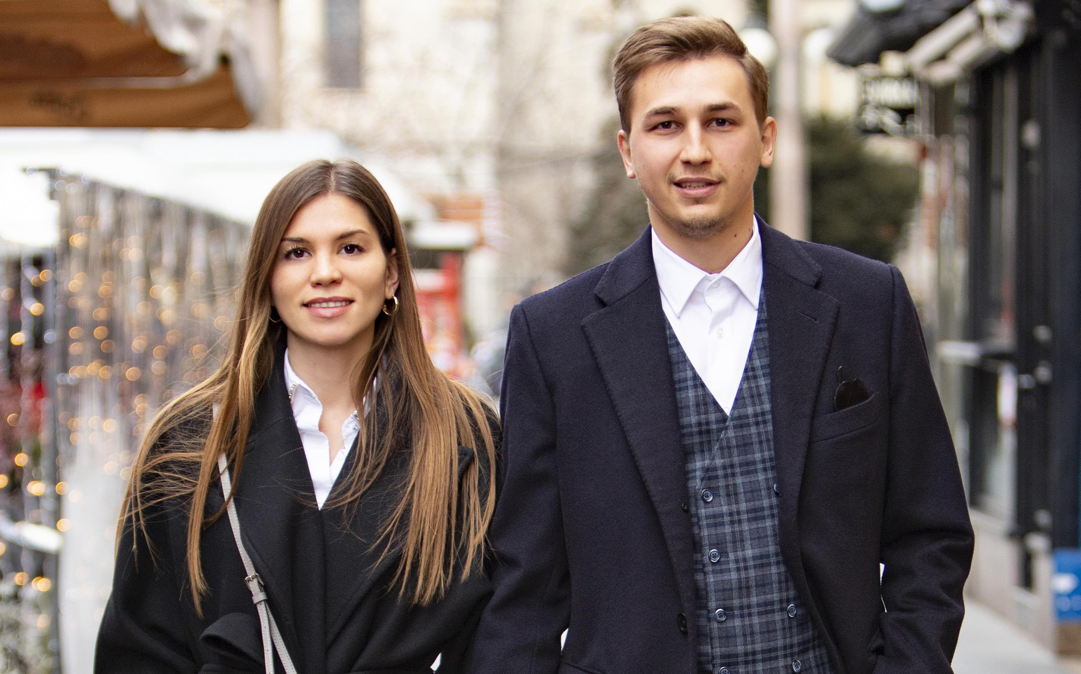Zgodan par sa zagrebačke špice zna da je bijela košulja odjevni komad koji svatko od nas mora imati u ormaru!
