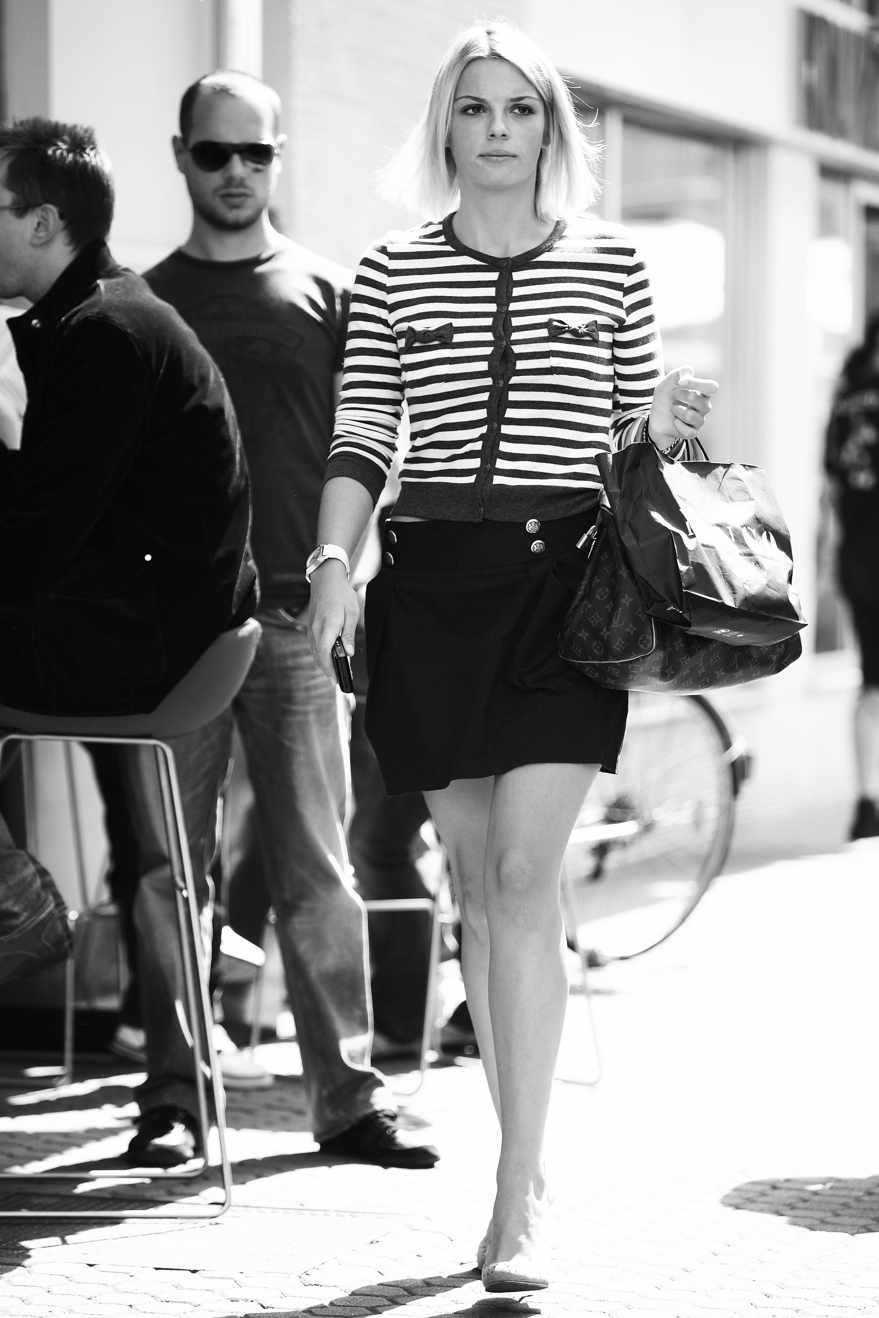 Prije osam godina svi su se pitali tko je ta zgodna i stylish djevojka, a danas stilom još više osvaja!