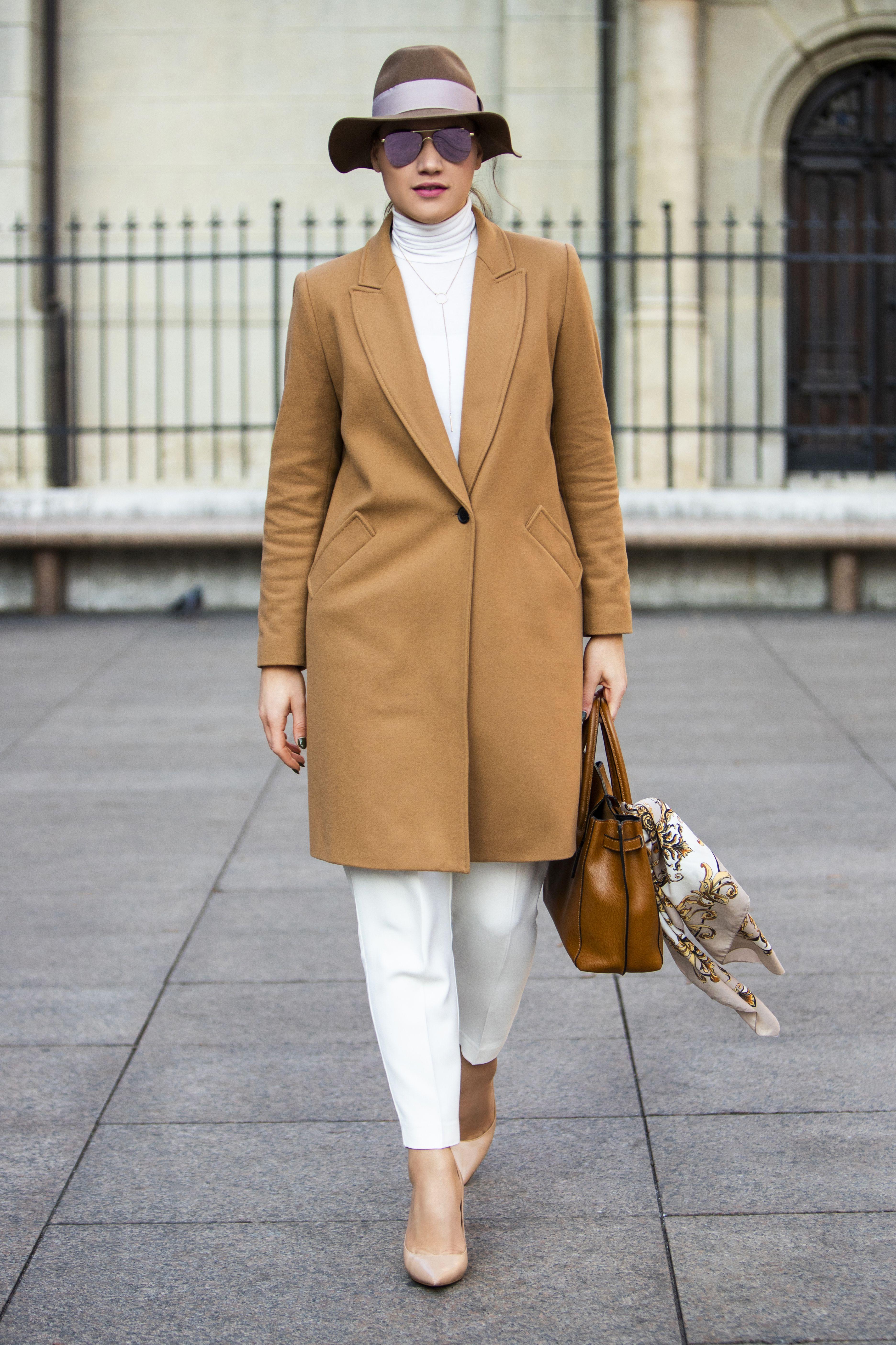 Atraktivna dama sa zagrebačke špice pokazala je da bijele hlače i zimi mogu izvrsno izgledati!