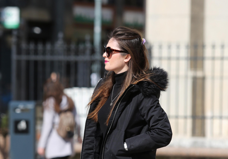 Ona nosi jedan od najtrendi modela traperica za novu sezonu!