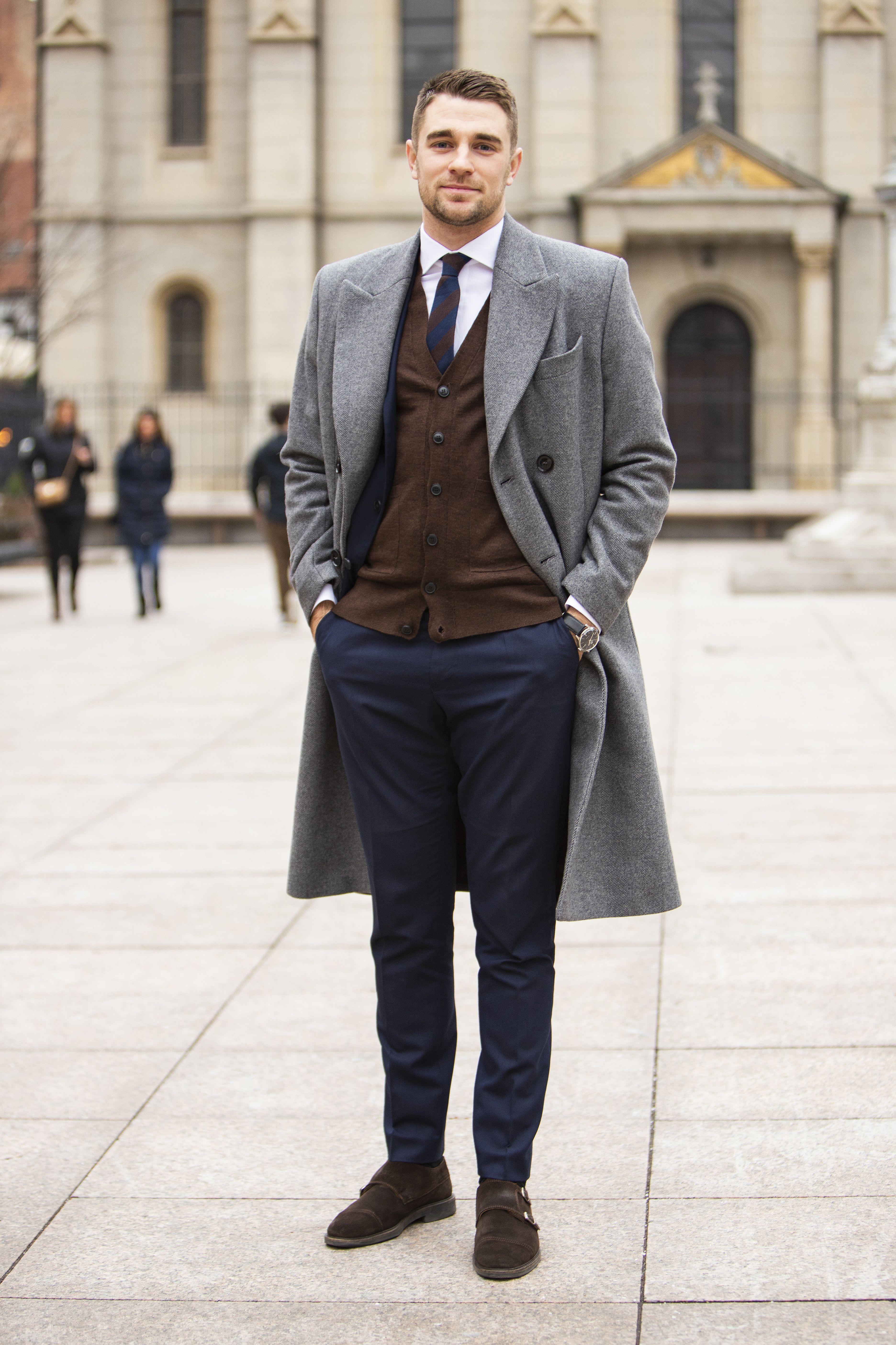 Kakav zgodan frajer: Radi kao menadžer, obožava odijela i točkaste kravate, a slobodno vrijeme troši na sport!