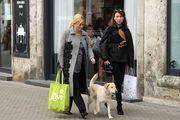U društvu bivše savjetnice i psića Kike: Kolinda Grabar Kitarović u ležernom izdanju prošetala špicom