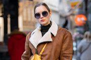 Krade iz muškog ormara: Ljepotica u odvažnom outfitu izgleda kao da je sišla s naslovnice modnog časopisa