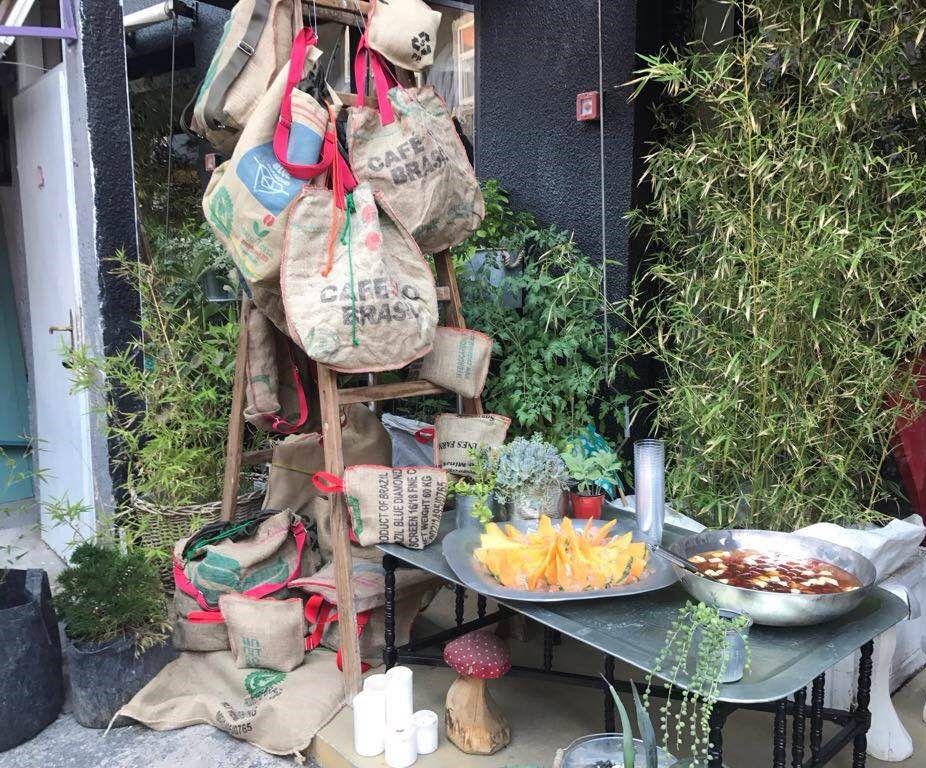 Unikatne torbe izdrađene od jutenih vreća za kavu idealna su ljetna modna priča