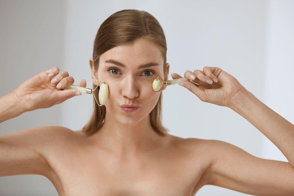 Novi trend koji je zaludio svijet - roleri za lice! Pitali smo stručnjakinju zašto su tako dobri