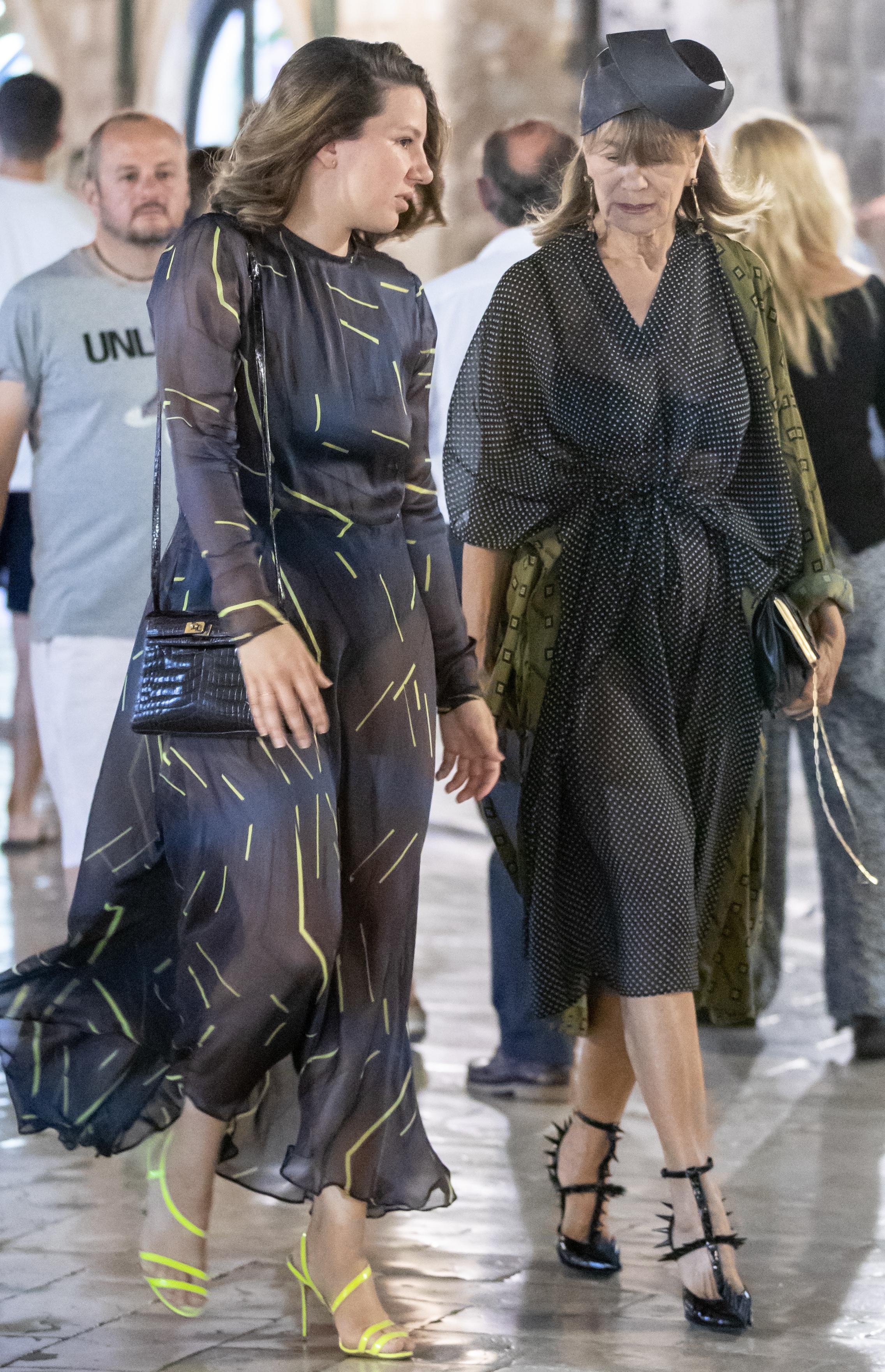 Đurđa Tedeschi ni na Stradunu ne odustaje od vrtoglavo visokih potpetica