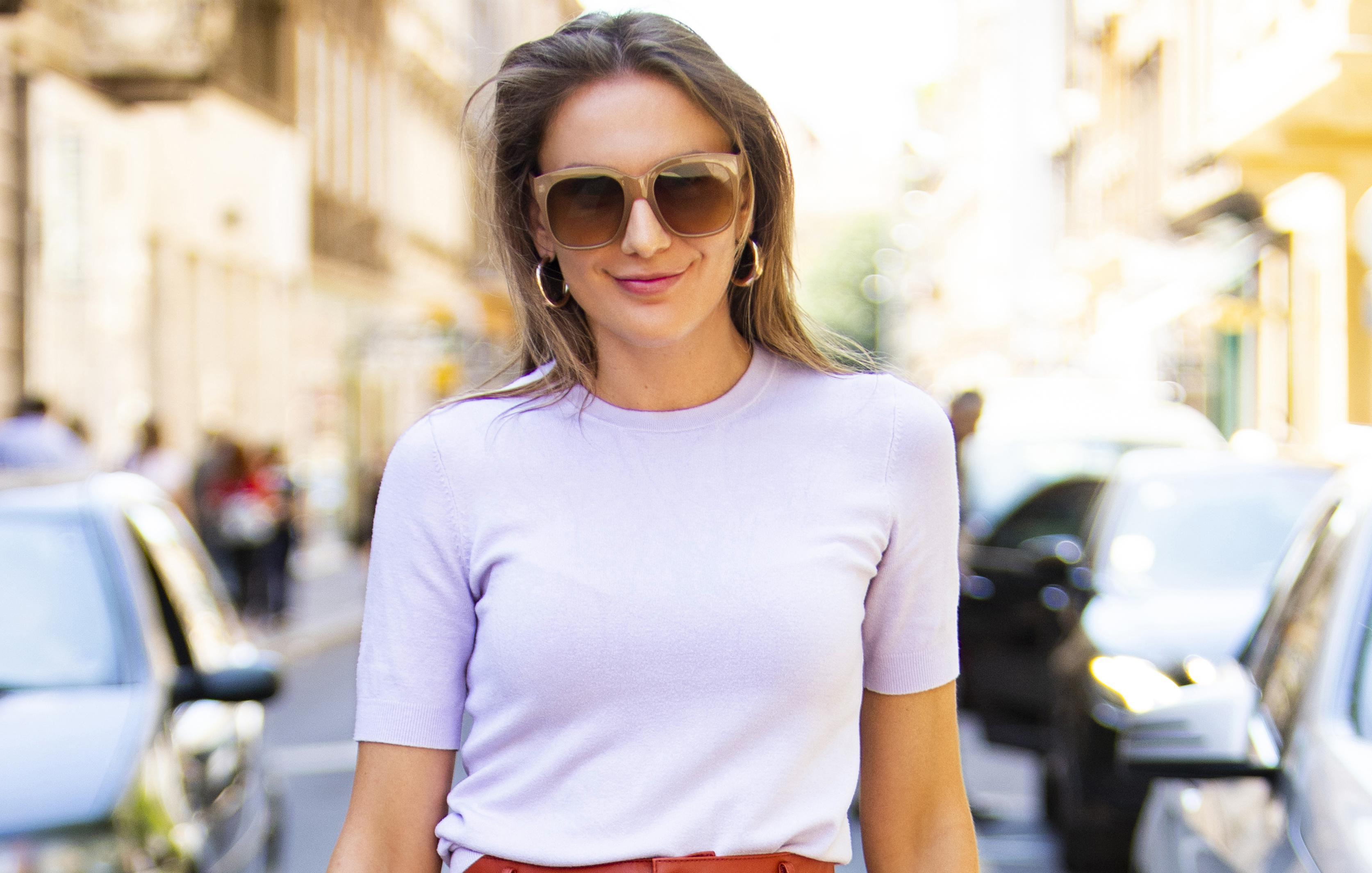 Kožne hlačice, hit natikače i bijela majica: Ljepotica pokazala stajling kojem je teško pronaći manu